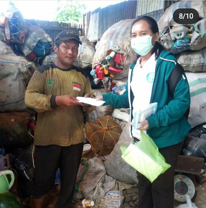 Pembagian Masker kepada Pemulung di Dusun Amaori 2020