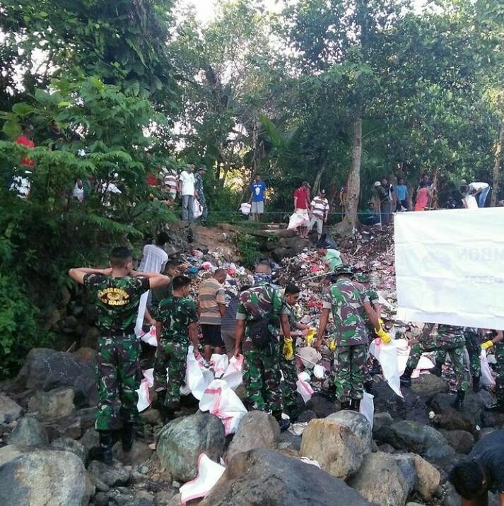 Rangkaian acara HPSN, aksi bersih di hulu sungai, dusun kaihena Ambon (2)